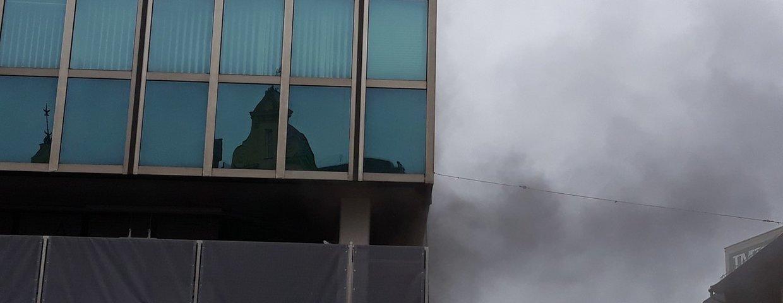 Einsatz - Brand Gebäude mit Menschenansammlung